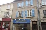 référence n° 155654224 : Bourganeuf - Idéal pour un investissement - immeuble avec une boutique, quatre appartements et une petite cour...