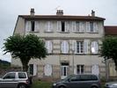 référence n° 182140465 : Bourganeuf - Immeuble composé de six appartements avec un jardin